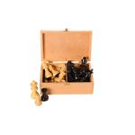 Afbeeldingen van Schaakstukken Staunton gepolijst, India, verpakt in houten kist, hoogte koning 76 mm (no.3)