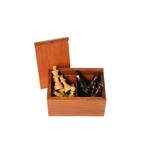 Afbeeldingen van Schaakstukken Staunton met lood & vilt, gepolijst, India, acacia hout, verpakt in palmhouten kist, hoogte koning 76 mm (no.3)