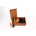 Afbeeldingen van Schaakstukken met lood & vilt, gepolijst, India, acacia hout, verpakt in palmhouten kist, hoogte koning 87 mm (no.5)
